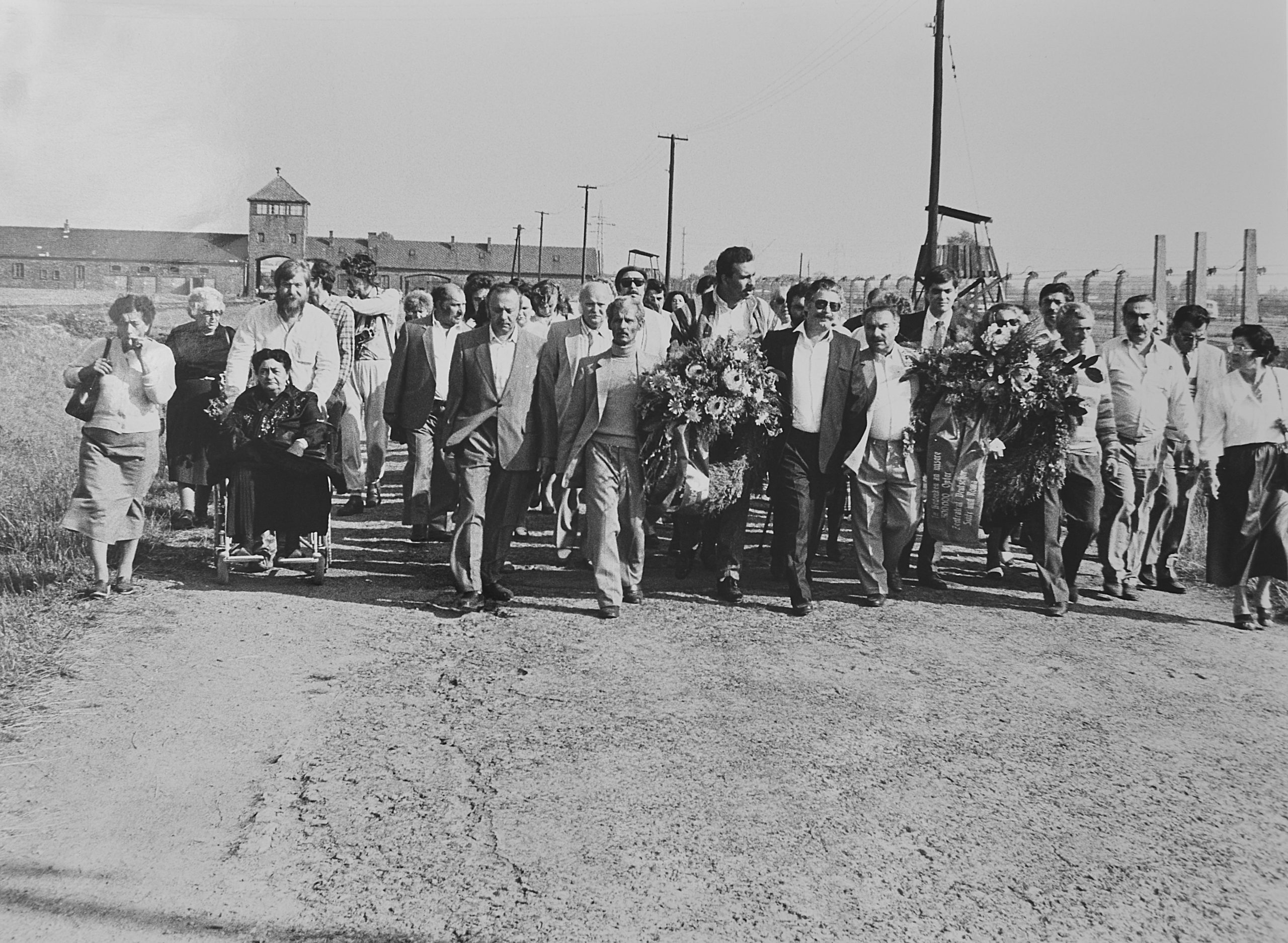 The first commemorative visit of the Central Council to Auschwitz, October 1985