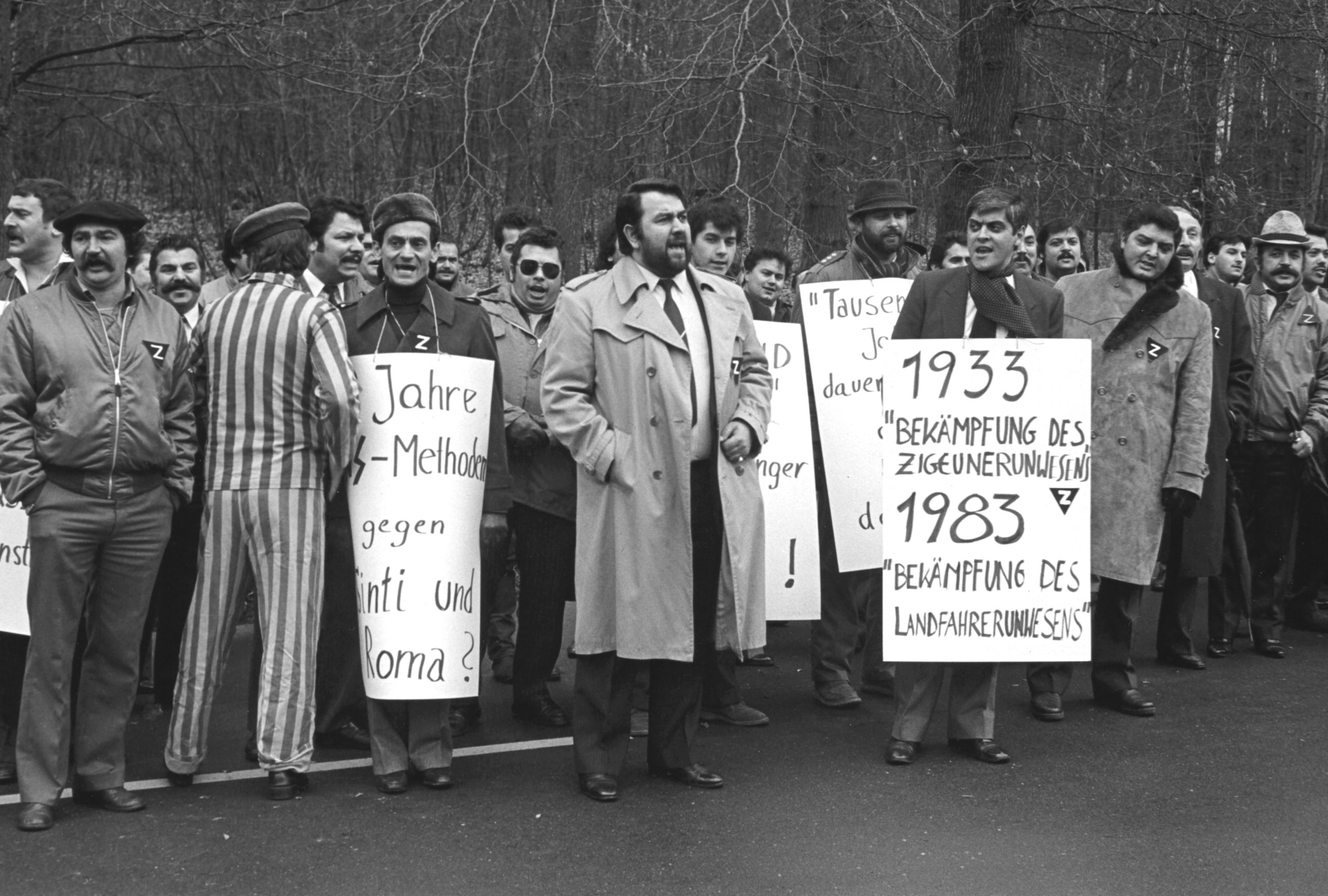 The demonstration outside the Federal Criminal Investigation Department in January 1983; in the foreground Ranko Brantner, Anton Franz, Romani Rose