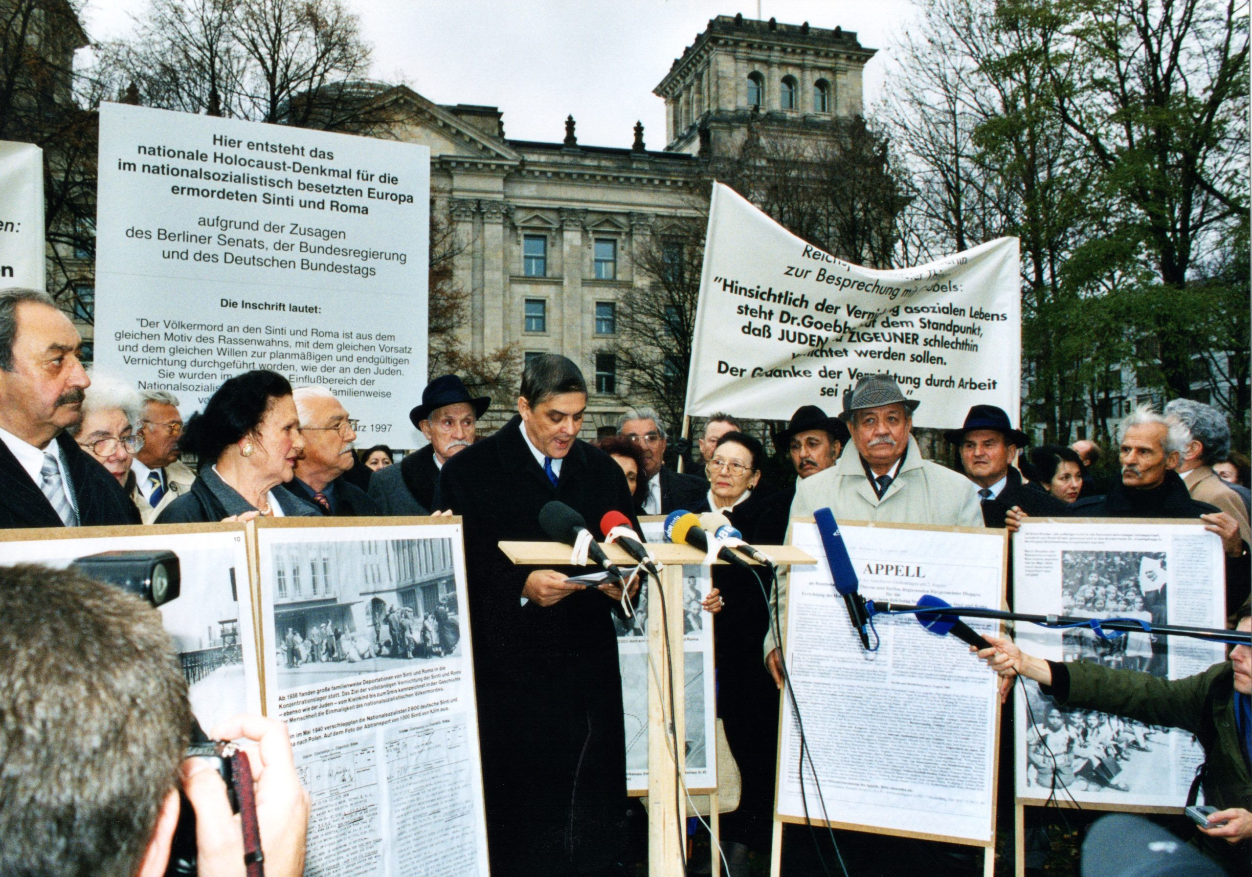 Demonstration for the establishment of the Memorial to the Sinti and Roma of Europe Murdered under the National Socialist Regime, November 2003
